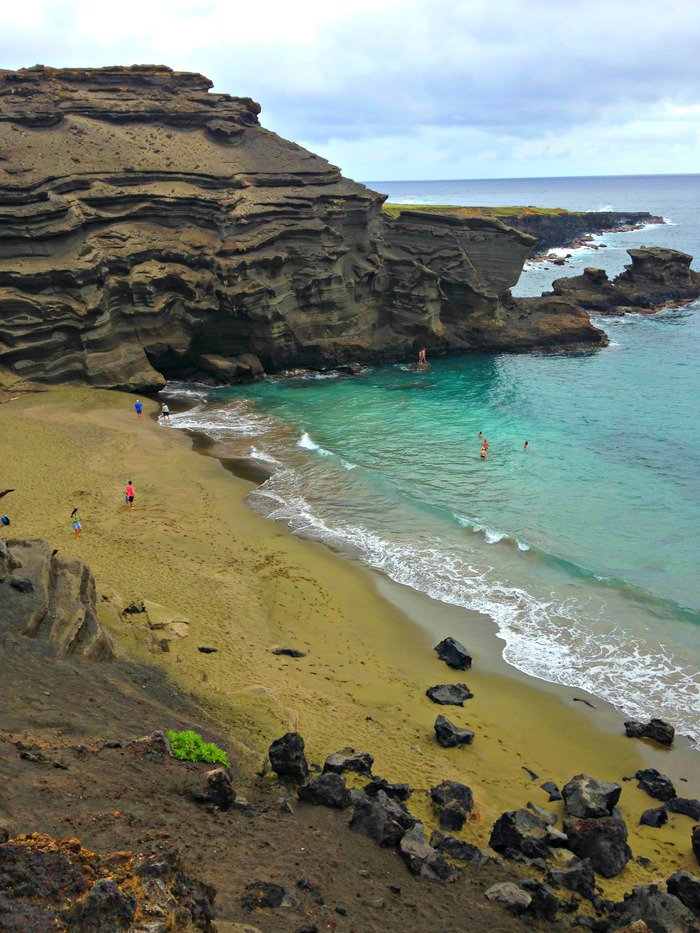 The very best things to do on Hawaii: Hike to the green sand beach