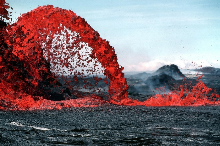 The very best things to see on Hawaii: volcano lava!